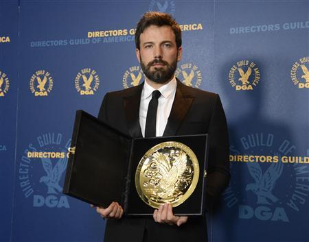 Ben Affleck poses for photographers with the Feature Film Award at the 65th annual Directors Guild of America Awards in Los Angeles, February 2, 2013. REUTERS/Phil McCarten