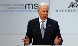 Estados Unidos está listo para sostener conversaciones directas con Irán si ese país es serio respecto a negociar, dijo el sábado el vicepresidente Joe Biden, respaldando contactos bilaterales que muchos consideran cruciales para resolver la disputa internacional por el programa nuclear de Teherán. En la imagen, el vicepresidente estadounidense Joe Biden durante un discurso en la 49 Conferencia de Política de Seguridad en Múnich, el 2 de febrero de 2013. REUTERS/Michael Dalder
