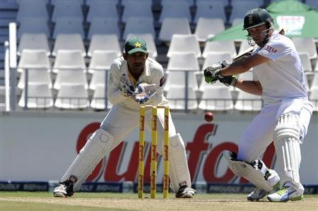 South Africa'S AB de Villiers plays a shot during the third day of the first test cricket match against Pakistan in Johannesburg, February 3, 2013. REUTERS/Ihsaan Haffejee