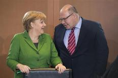 German Chancellor Angela Merkel (L) talks with Environment Minister Peter Altmaier before a cabinet meeting at the Chancellery in Berlin November 28, 2012. REUTERS/Thomas Peter