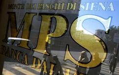 Un tribunal a jugé samedi que le projet de la Banque d'Italie de recourir à des obligations pour renflouer la banque Monte Paschi était licite. Le scandale entourant la plus ancienne banque du monde, à qui il est reproché d'avoir procédé à des transactions de dérivés risquées de 2006 à 2009 pour maquiller ses comptes, risque de prendre de l'ampleur à trois semaines d'élections législatives. /Photo prise le 29 janvier 2013/REUTERS/Max Rossi