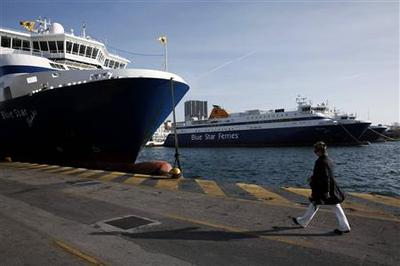 Greek seamen, farmers protest against government cuts