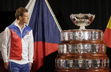 Czech Republic's Tomas Berdych looks at the trophy after the draw for the Davis Cup final in Prague November 15, 2012. REUTERS/David W Cerny/Files