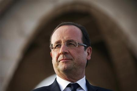 France's President Francois Hollande looks at a crowd in Independence Plaza in Bamako, Mali February 2, 2013. REUTERS/Joe Penney