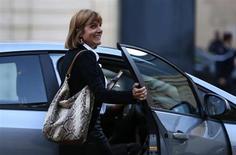Le comité des nominations d'EADS s'oppose à la volonté de l'Etat d'imposer Anne Lauvergeon à la tête du groupe aéronautique et privilégie un choix entre Jean-Claude Trichet et Michel Pébereau, selon Le Figaro à paraître lundi. /Photo prise le 16 octobre 2013/REUTERS/Charles Platiau