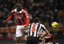 Le Milan AC a dominé dimanche l'Udinese (2-1) à San Siro grâce à un doublé de sa recrue Mario Balotelli, qui a réussi son retour en Serie A après deux ans et demi d'exil à Manchester City. /Photo prise le 3 février 2013/REUTERS/Giorgio Perottino
