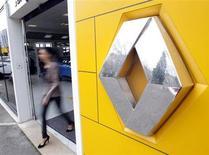 """Renault, à suivre à la Bourse de Paris, après le changement de recommandation de HSBC sur le titre de """"surpondérer"""" à """"neutre"""". /Photo prise le 1er février 2013/REUTERS/Jean-Paul Pélissier"""