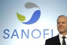 Chris Viehbacher, le PDG de Sanofi. Le groupe a reçu le feu vert de la Commission européenne pour la mise sur le marché de son traitement du diabète, le Lyxumia, en Europe. /Photo prise le 8 février 2012/REUTERS/Benoît Tessier
