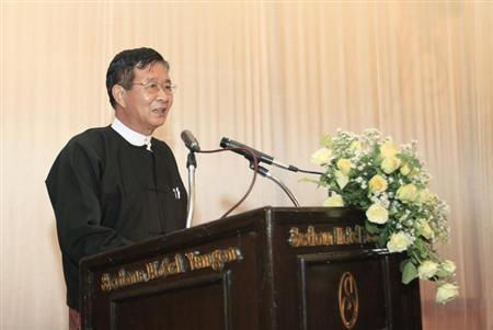 Aung Min, chairman of the Myanmar government negotiation team talks during welcome dinner ceremony at Sedona hotel in Yangon April 5, 2012. REUTERS/Soe Zeya Tun