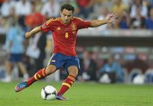 Le milieu de terrain de Barcelone Xavi a déclaré forfait pour le match amical de l'Espagne contre l'Uruguay en raison d'une tendinite. /Photo prise le 7 septembre 2012/REUTERS/Felix Ordonez