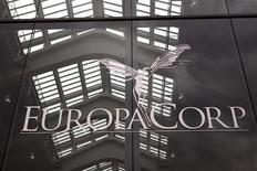 EuropaCorp a lancé lundi son augmentation de capital en numéraire de 20 millions d'euros destinée à renforcer les fonds propres de la société et permettre le financement de sa stratégie de développement dans l'exploitation de multiplexes et la production télévisée. /Photo d'archives/REUTERS/Charles Platiau