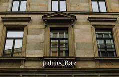 Julius Baer annonce une hausse de 11% de ses actifs sous gestion en 2012, à la faveur de la bonne tenue des marchés boursiers, tout en faisant part d'une diminution de sa marge brute faisant chuter le cours de son titre à la Bourse de Zurich. /Photo prise le 4 février 2013/REUTERS/Michael Buholzer
