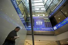 Electronic information boards display market information at the London Stock Exchange in the City of London January 2, 2013. REUTERS/Paul Hackett