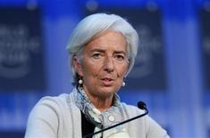 El Fondo Monetario Internacional (FMI) considera que la reforma y saneamiento del sector financiero español van en buen camino, aunque advierte de los riesgos a los que se enfrentan las autoridades españolas, según dijo en una nota con las conclusiones de su reciente visita a España. En esta imagen de archivo, Christine Lagarde (a la izquierda), directora gerente del Fondo Monetario Internacional (FMI) en la reunión anual del Foro Económico Mundual en Davos, el 26 de enero de 2013. REUTERS/Pascal Lauener