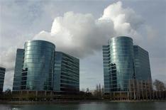 Imagen de archivo de la sede central de Oracle en Redwood City, EEUU, feb 2 2010. La empresa tecnológica estadounidense Oracle Corp dijo el lunes que acordó la compra del fabricante de equipos para redes Acme Packet Inc en cerca de 1.900 millones de dólares. REUTERS/Robert Galbraith