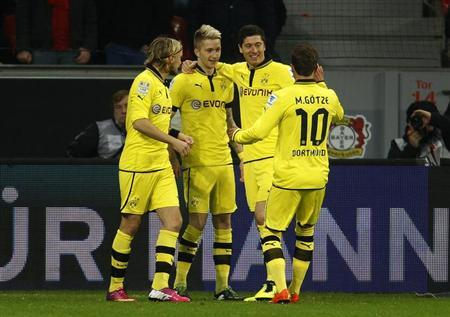 Borussia Dortmund's Marcel Schmelzer, Marco Reus, Robert Lewandowski and Mario Goetze (L-R) celebrate a goal against Bayer Leverkusen during the German first division Bundesliga soccer match in Leverkusen February 3, 2013. REUTERS/Ina Fassbender