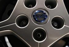 Nissan va investir 130 millions d'euros dans la construction d'un nouveau modèle d'automobiles dans son usine espagnole de Barcelone, après être parvenu la semaine dernière à un accord avec les syndicats sur une baisse des salaires. /Photo d'archives/REUTERS/Issei Kato