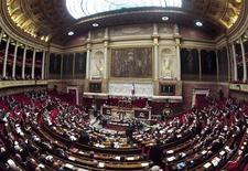 Les députés français ont repris lundi, après une courte pause, leur session marathon sur l'examen du projet de droit ouvrant le mariage et l'adoption aux couples homosexuels. /Photo d'archives/REUTERS/Charles Platiau