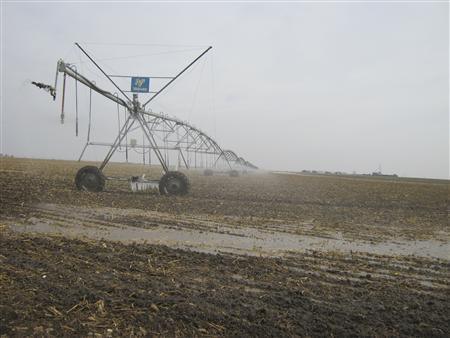 A sprinkler is in use near Dodge City, Kansas, November 26, 2012. Residents of the Great Plains over the last year or so have experienced storms reminiscent of the 1930s Dust Bowl. REUTERS/Kevin Murphy