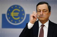 Le président de la Banque centrale européenne (BCE), Mario Draghi, avait été informé des doutes des inspecteurs de la Banque d'Italie (BoI) sur Monte dei Paschi di Siena alors qu'il dirigeait la banque centrale italienne, a déclaré à Reuters l'un de ses responsables. /Photo prise le 10 janvier 2013/REUTERS/Kai Pfaffenbach
