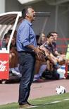 El Real Mallorca ha despedido al técnico Joaquín Caparrós después de que los malos resultados hayan dejado al club balear en el penúltimo puesto de la Liga tras algo más de media temporada. En la imagen, el técnico del Mallorca Joaquín Caparrós durante su partido de Liga contra el Valencia en el estadio Iberostar en Palma de Mallorca, el 23 de septiembre de 2012. REUTERS/Enrique Calvo