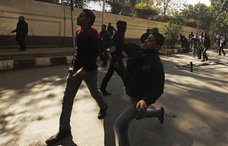 Protesters opposing Egyptian President Mohamed Mursi throw stones at riot police during the funeral of activists Mohamed al-Gendy and Amr Saad in Cairo February 4, 2013. REUTERS/Amr Abdallah Dalsh