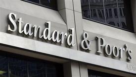 La agencia de calificaciones Standard & Poor's dijo el lunes que espera ser objeto de una demanda civil del Departamento de Justicia de Estados Unidos por las notas que le otorgó a una serie de bonos hipotecarios antes de la reciente crisis financiera. En la imagen, la sede de Standard and Poor's en Nueva York, el 3 de agosto de 2012. REUTERS/Charles Platiau