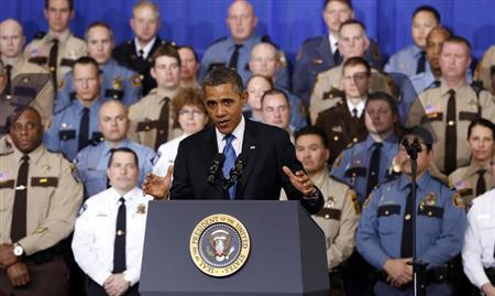 U.S. President Barack Obama speaks about ways to reduce gun violence during a visit to the Minneapolis Police Department Special Operations Center in Minneapolis, Minnesota February 4, 2013. REUTERS/Kevin Lamarque