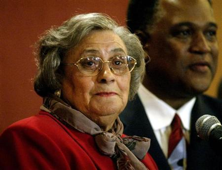 Essie Mae Washington-Williams (L), assisted by attorney Frank Wheaton, addresses the media concerning her claim to be the daughter of late U.S. Senator Strom Thurmond, at a press conference in Columbia, South Carolina on December 17, 2003. REUTERS/Tami Chappell