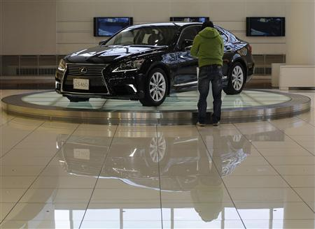 A visitor looks at Toyota Motor Corp's Lexus LS 460 car displayed at the company's showroom in Tokyo February 5, 2013. REUTERS/Toru Hanai