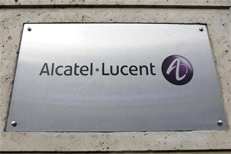 The logo of Alcatel-Lucent is pictured at the entrance of its Paris headquarters December 12, 2008. REUTERS/Charles Platiau/Files