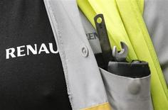 The name of French car maker Renault is seen next tools on an employee's jacket as he demonstrates against the company's new labour deal in front of the Renault car factory in Flins, near Paris, January 29, 2013. The carmaker was aiming to cut 7,500 jobs in France by 2016 to help boost competitiveness as the slump in its domestic and European markets shows no sign of easing. REUTERS/Christian Hartmann (FRANCE - Tags: BUSINESS EMPLOYMENT TRANSPORT) - RTR3D41K