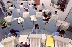L'attività del settore dei servizi in Italia si è contratta in maniera più marcata delle attese a gennaio, mese in cui le imprese hanno ridotto la forza lavoro al ritmo più sostenuto da almeno quindici anni. REUTERS PICTURE