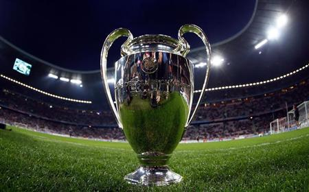 The trophy for the UEFA Champions League is seen on the pitch prior to the Champions League quarter-final second leg soccer match between Bayern Munich and Olympique Marseille in Munich, April 3, 2012. REUTERS/Kai Pfaffenbach