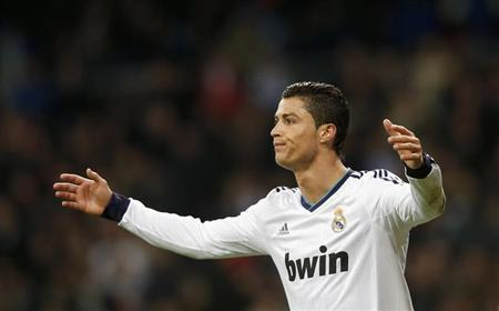 Real Madrid's Cristiano Ronaldo reacts during their Spanish King's Cup quarter-final first leg football match against Valencia at Santiago Bernabeu stadium in Madrid January 15, 2013. REUTERS/Susana Vera