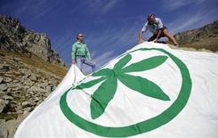 La bandiera della Lega Nord in un'immagine d'archivio. REUTERS/Giorgio Perottino