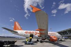La Cour d'appel de Paris a confirmé mardi la condamnation de la compagnie aérienne à bas coût EasyJet à une amende de 70.000 euros pour discrimination pour avoir refusé l'embarquement à trois personnes handicapées. /Photo d'archives/REUTERS/Srdjan Zivulovic