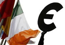Hollande dice che zona euro deve decidere livello 'realistico' per moneta. REUTERS/Francois Lenoir