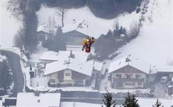 Lindsey Vonn of the U.S. is airlifted after crashing during the women's Super G race at the World Alpine Skiing Championships in Schladming February 5, 2013. REUTERS/Dominic Ebenbichler