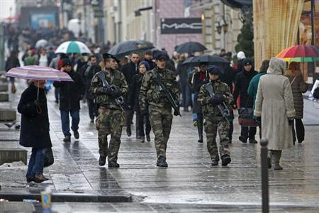 French soldiers patrol on the Champs Elysees avenue in Paris as part of the ''Vigipirate'' heightened security plan January 21, 2013 following the intervention of French troops in Mali. REUTERS/Charles Platiau