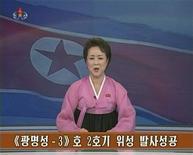 """Una presentadora de televisión de Corea del Norte anuncia el lanzamiento de un cohete de largo alcance, dic 12 2012. Corea del Norte incrementó el martes su retórica belicosa al amenazar con ir más allá de la realización de una tercera prueba nuclear, en respuesta a lo que cree que son sanciones """"hostiles"""" impuestas luego de que lanzara un cohete en diciembre. REUTERS/KRT via REUTERS TV Imagen para uso no comercial, ni ventas, ni archivos. Solo para uso editorial. No para su venta en marketing o campañas publicitarias. Esta imagen fue entregada por un tercero y es distribuida, exactamente como fue recibida por Reuters, como un servicio para clientes."""