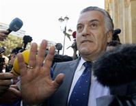 El ex tesorero del Partido Popular Luis Bárcenas ha sido llamado a declarar por la Audiencia Nacional, que le imputa nuevos delitos fiscales y de blanqueo de dinero en relación con la trama de corrupción Gürtel, según un auto judicial difundido el martes. En la imagen, Luis Bárcenas en una fotografía de archivo del 22 de mayo de 2012 en Valencia. REUTERS/Heino Kalis