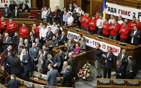 Deputies representing UDAR (Punch) party, led by Vitali Klitschko, block the speaker's rostrum during a session of the Ukrainian Parliament in Kiev, February 5, 2013. REUTERS/Gleb Garanich