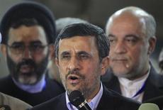 Presidente iraniano Mahmoud Ahmadinejad fala durante coletiva de imprensa após visita no Egito, no Cairo. O Irã e as potências mundiais anunciaram nesta terça-feira que as novas negociações sobre o programa nuclear iraniano serão realizadas em 26 de fevereiro, mas as esperanças de progresso diminuíram depois que um funcionário iraniano disse que o objetivo do Ocidente nessas conversações é minar a República Islâmica. 05/02/2013 REUTERS/Mohamed Abd El Ghany