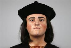 """Reconstrução facial do Rei Ricardo 3o é exibida durante coletiva de imprensa em Londres. Com queixo largo, nariz proeminente e levemente arqueado, e lábios delicados, o """"rosto"""" do rei da Inglaterra foi revelado nesta terça-feira, um dia depois de pesquisadores confirmarem que seus restos mortais tinham sido finalmente encontrados depois de 500 anos. 05/03/2013 REUTERS/Andrew Winning"""