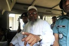 Bangladesh's Jamaat-e-Islami leader Abdul Quader Mollah gestures as he talks from a police van after a war crimes tribunal sentenced him to life imprisonment in Dhaka February 5, 2013. REUTERS/Stringer