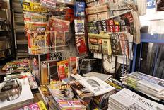 Les patrons du Syndicat de la Presse quotidienne nationale (SPQN) ont décidé de ne pas faire paraître leurs titres mercredi après une nouvelle grève annoncée au sein de la société de distribution Presstalis. /Photo d'archives/REUTERS/Benoît Tessier