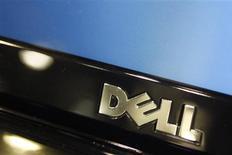 Foto de archivo del logo de Dell en un ordenador portátil de la firma en una tienda de la cadena minorista Best Buy en Phoenix, EEUU, feb 18 2010. Dell, que prevé dejar de cotizar en bolsa tras un acuerdo de compra por 24.400 millones de dólares encabezado por su fundador y presidente ejecutivo Michael Dell, planea mantener su actual estrategia de reestructuración para diversificarse más allá de las computadoras personales. REUTERS/Joshua Lott/Files