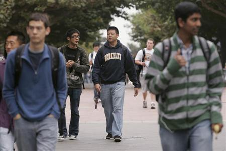 Students head to their classes at the University of California Berkeley, September 24, 2009. REUTERS/Robert Galbraith