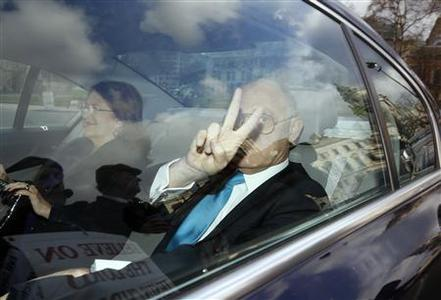 Argentina's Foreign Minister Hector Timerman gestures as he arrives at the Houses of Parliament in London February 5, 2013. REUTERS/Chris Helgren